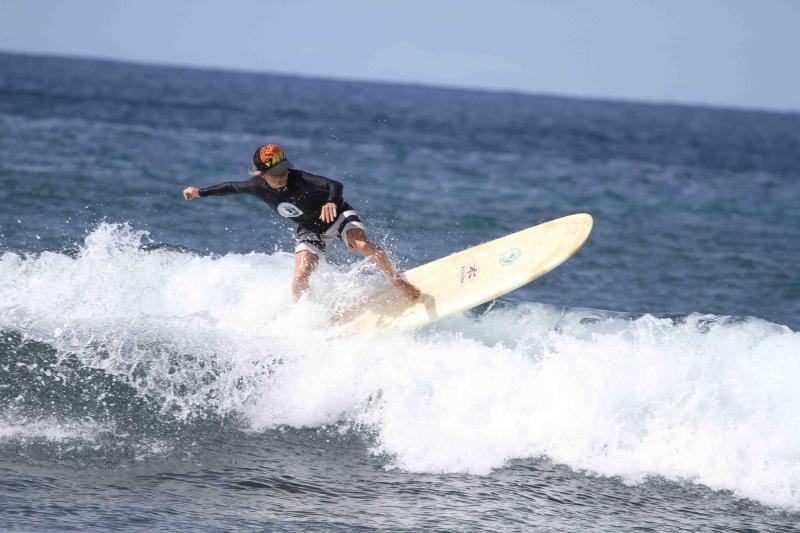 Dustin Tester | Maui Surfer Girls | Maui Surf Lessons | Dustin off da lip