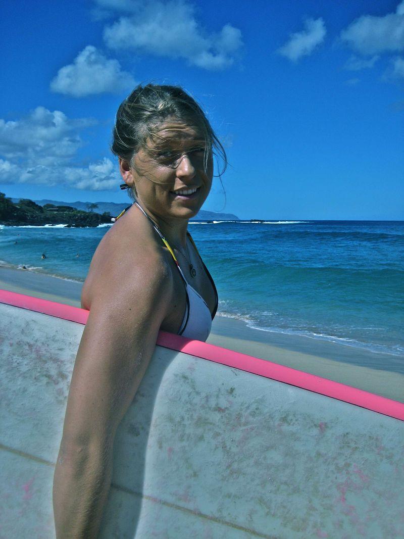 Gaby Barsotti surfs waimea